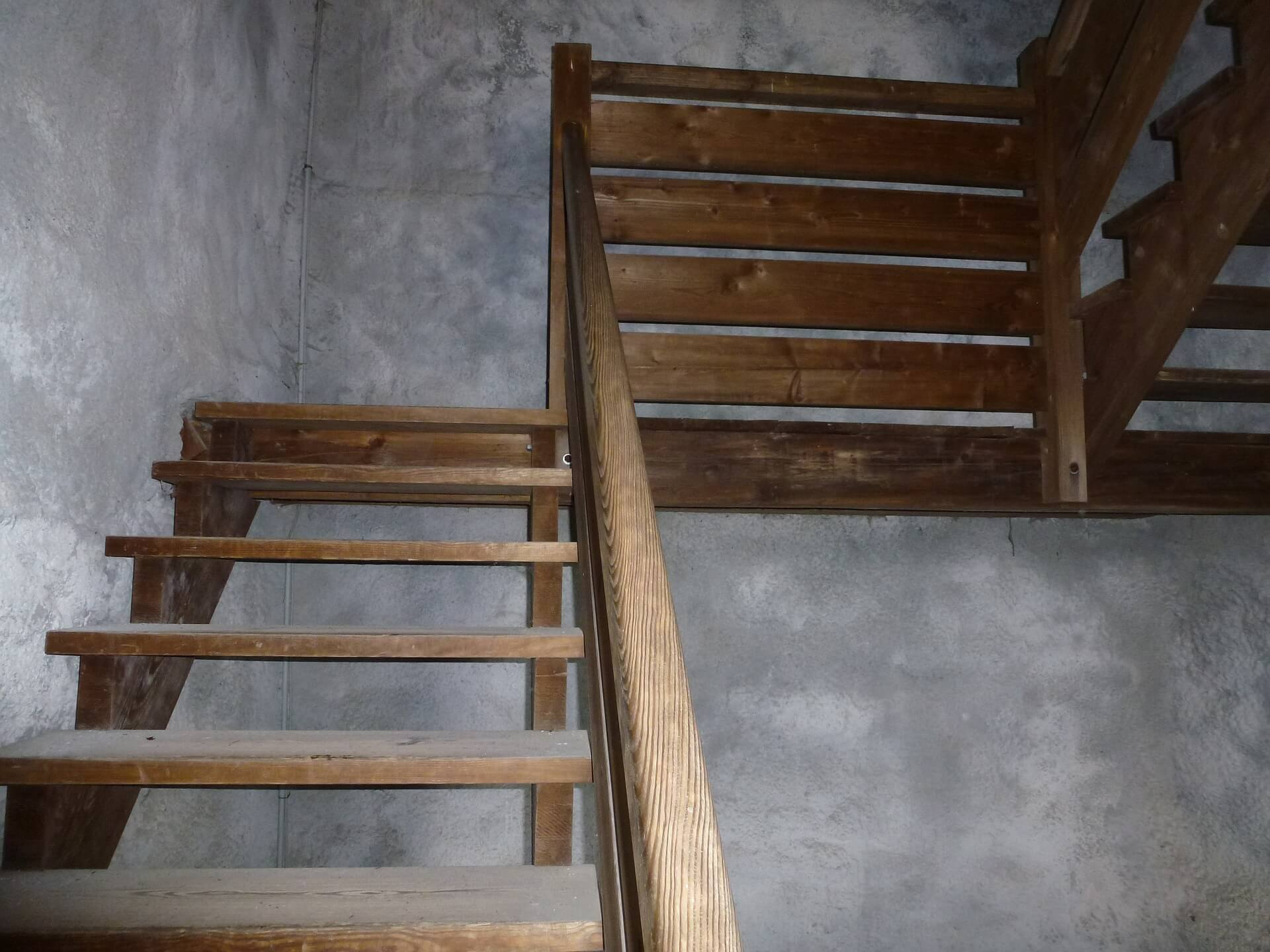 stairs-480901_1920